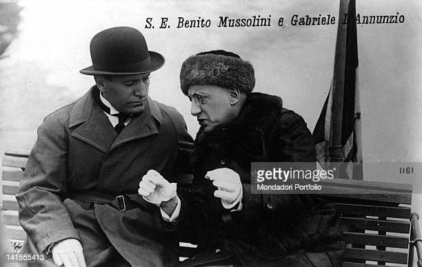 In the garden of Cargnacco Villa Gabriele D'Annunzio Italian poet and writer speaking with Benito Mussolini on a bench Gardone Riviera May 1925
