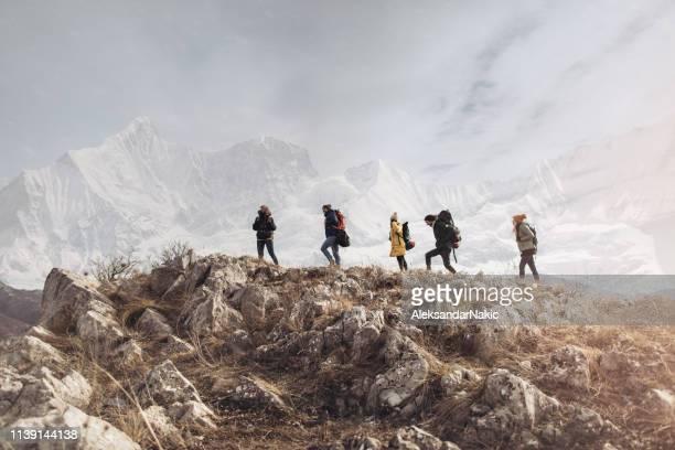 in de natuur - hiking stockfoto's en -beelden