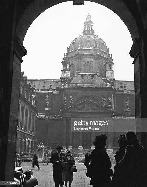 In The Main Courtyard Of The Sorbonne Students Waiting To Come Into Being In The Fifties