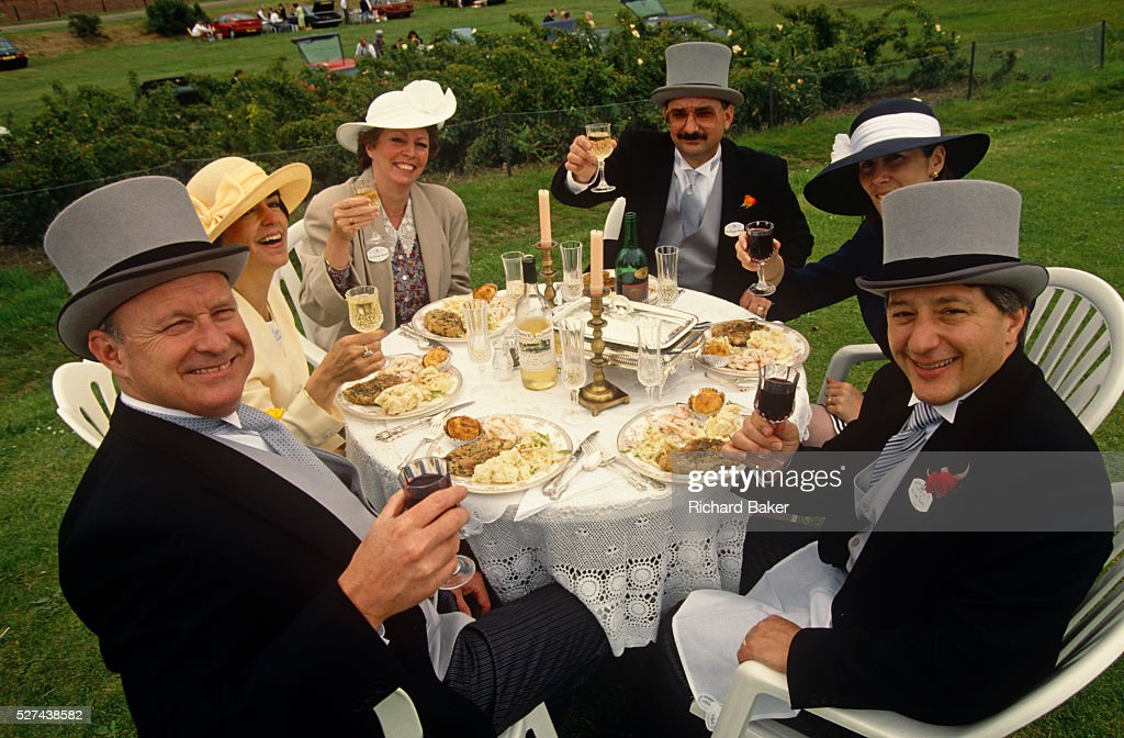England - Ascot - A formal picnic lunch for Royal Ascot racegoers on Ladies' Day : News Photo
