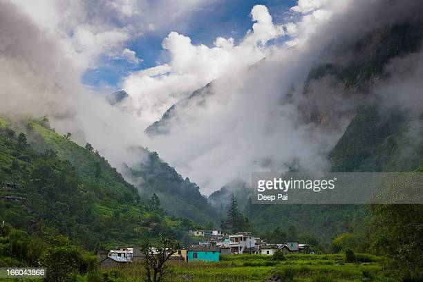in the middle of heaven - uttarakhand stock pictures, royalty-free photos & images