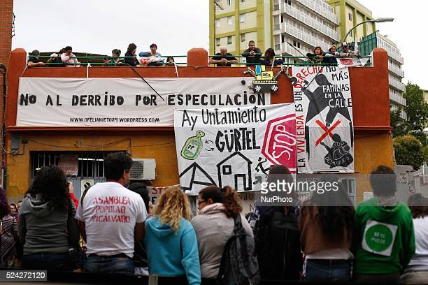 In the morning activists gathered in the front door of ofelia nieto 29 building in order to protect it in case riotpolice arrives and tries to evict...