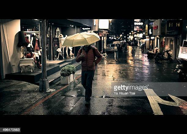 CONTENT] In the most bustling street of Taipei Citythe little path hidden in the inconspicuous waythe rain urges the heart of the man back to his...