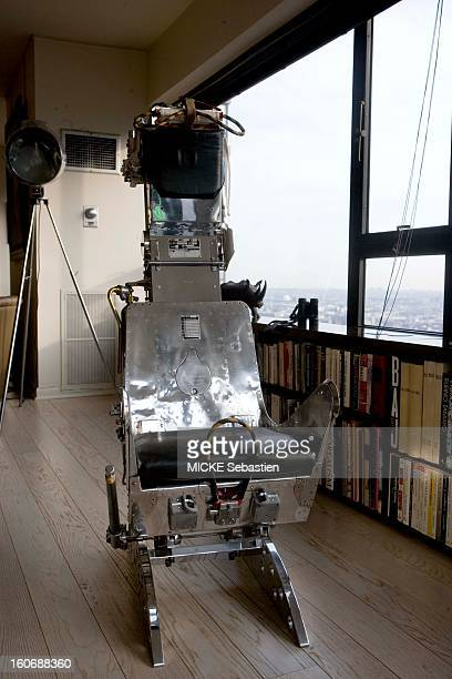 In the office of Daniel FILIPACCHI the 43rd floor of a tower in Manhattan NEW YORK an ejection seat that was part of a fighter aircraft of the...