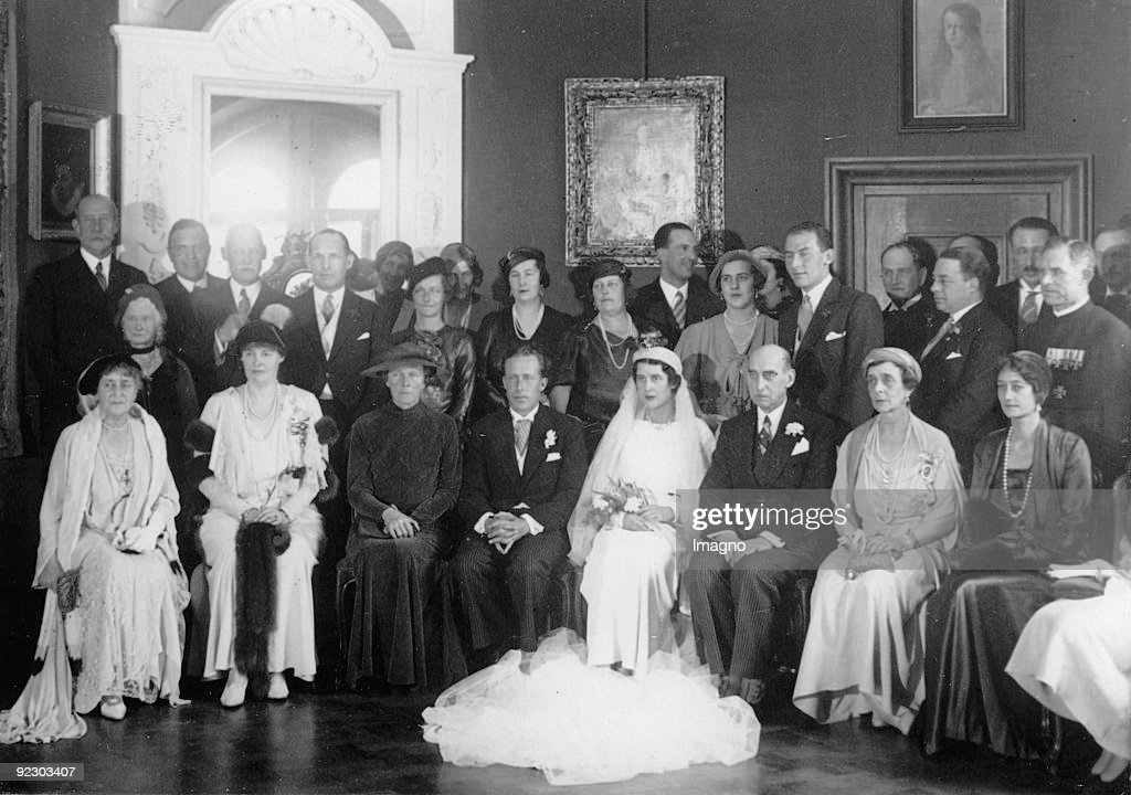 In the palace chapel of the ancestral seat Torring in Seefeld near Munich the marriage of earl Theodor zu Torring-Jettenbach with princess Elisabeth of Greece took place. A multitude of members of the aristocracy participated in the wedding. January 11th : News Photo