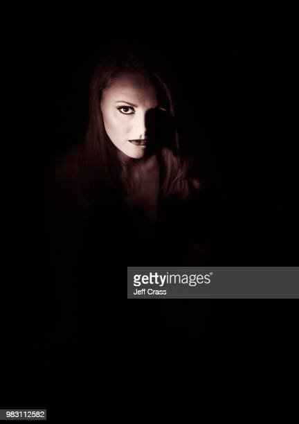 in the shadows - mulher fatal imagens e fotografias de stock