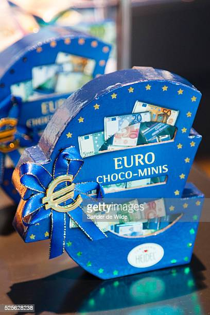 In the shop of the European parliament EU souvenirs can be bought. Chocolates as papermoney.