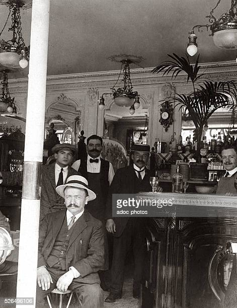 In the Tango caf�� in Paris In 1913