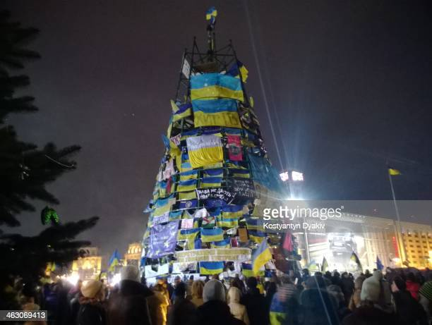 In the Ukrainian capital continue peaceful demonstrations and evening city looks like this: a crowd of people, a mockery of the country - the...