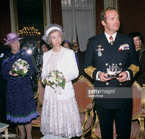 In their official trip to Holland the Spanish King Juan Carlos of Borbon and Sofia of Greece with Crown Princess Beatrix Amsterdam Netherlands
