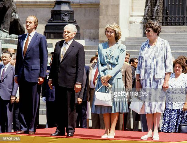 In their official visit to the People's Republic of Hungary the Spanish Kings Juan Carlos of Borbon and Sofia are greeted at the airport of Budapest...