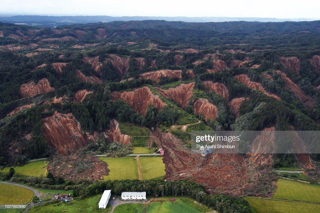 Magnitude 6.7 Strong Earthquake Hits Hokkaido : Nachrichtenfoto