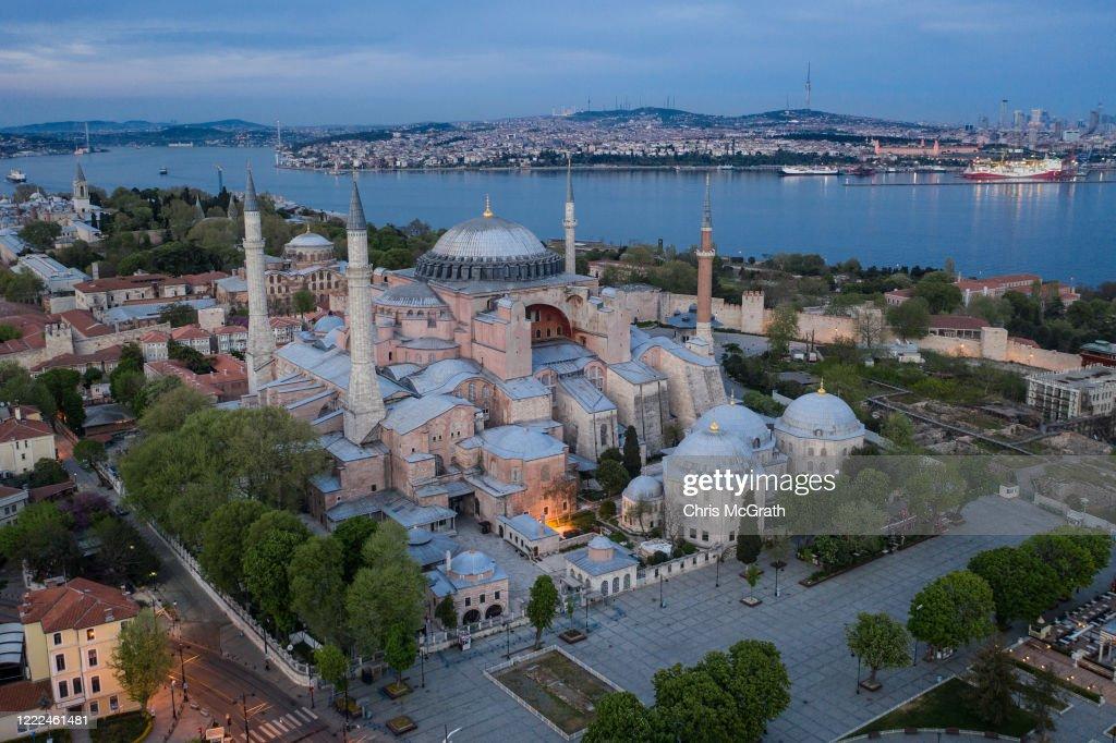 Turkey Continues Weekend Lockdown During Coronovirus Pandemic : Fotografía de noticias