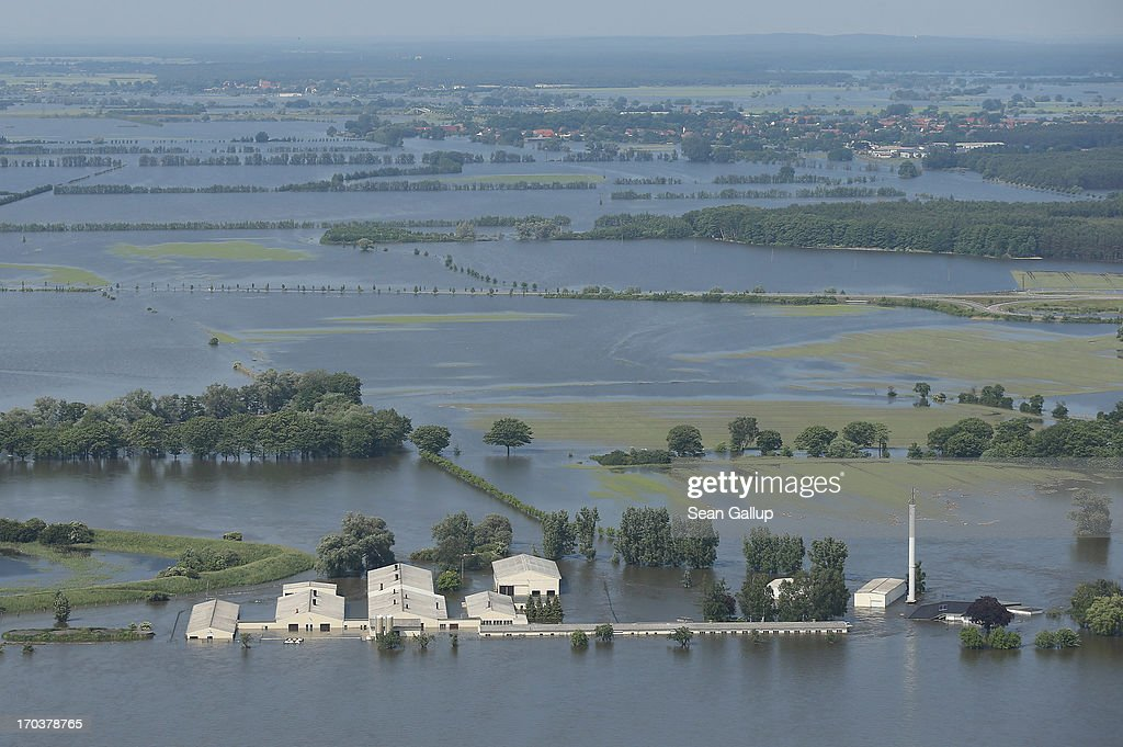 Floods Hit Germany: Northern Elbe River Region : News Photo