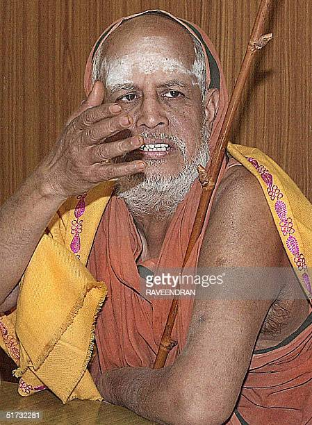In this file photo taken 05 March 2002 India's top Hindu leader the Shankaracharya of Kanchi Jayendra Saraswati gestures while speaking in a meeting...