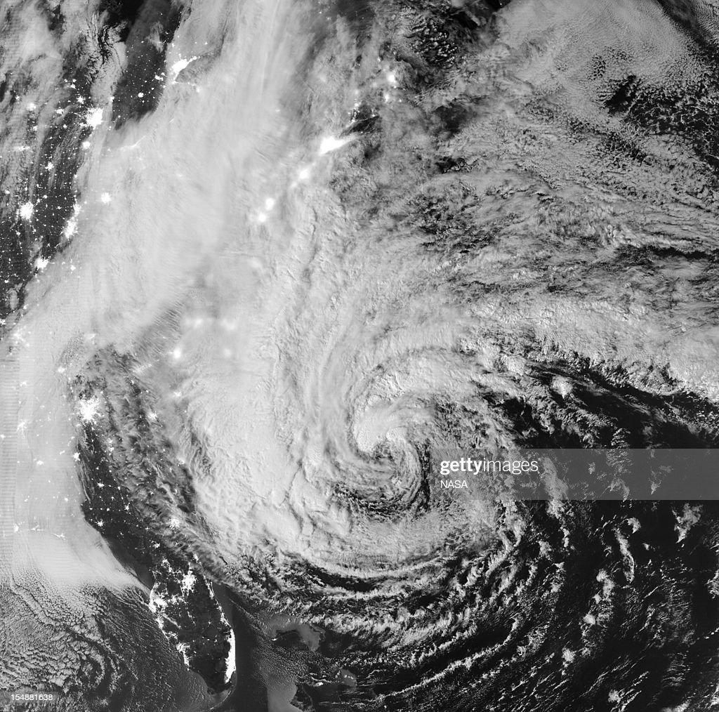 Mid Atlantic Coast Prepares For Hurricane Sandy : News Photo