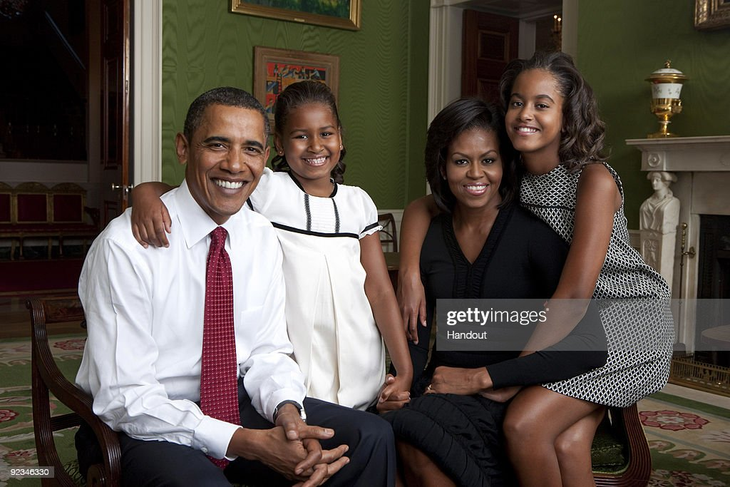 Obama Family Portrait : News Photo
