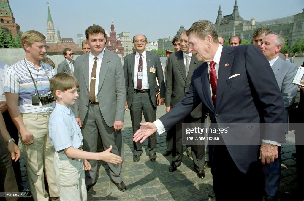 Reagan Tours Red Square With Gorbachev : News Photo