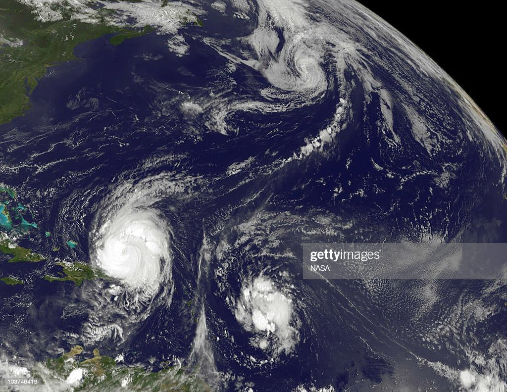 Hurricane Earl Heads Toward U.S. Coast : News Photo