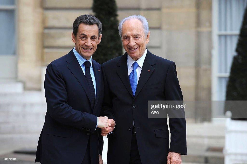 Israeli President Shimon Peres Visits Paris : News Photo