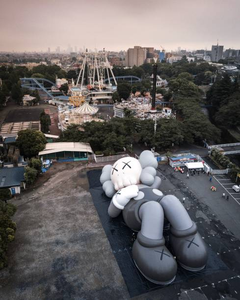 JPN: KAWS: HOLIDAY JAPAN Inflation Test Ahead Of New Installation