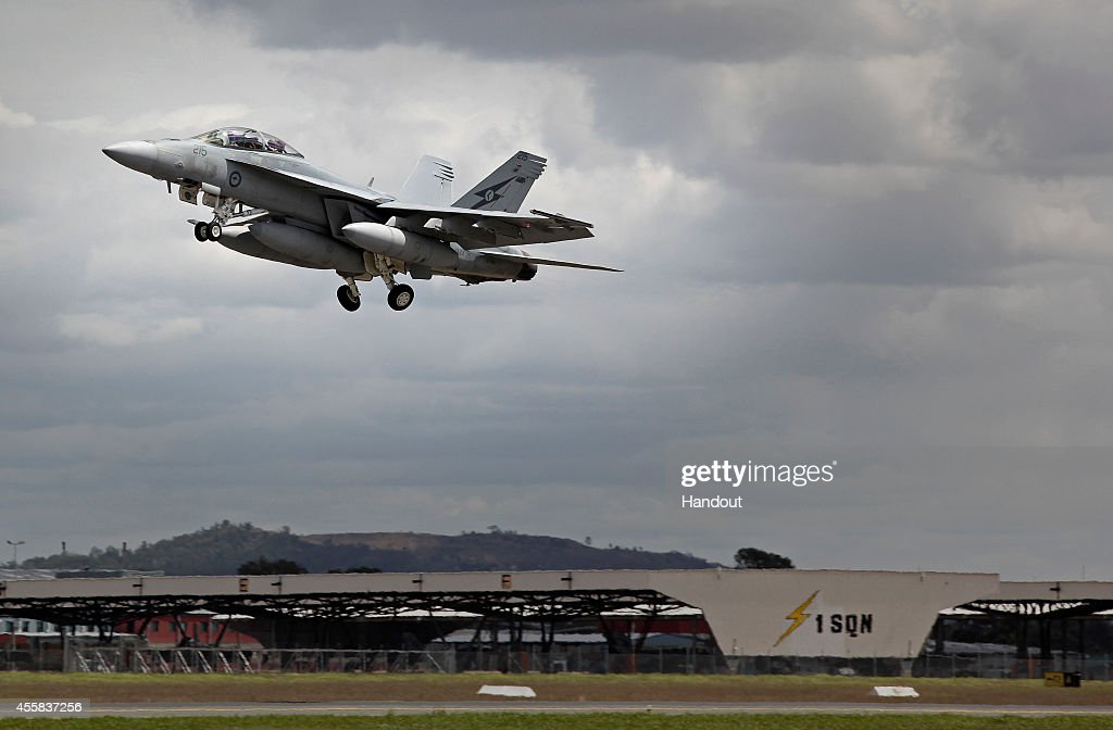 Air Force Aircraft & Personnel Depart For The Middle East : ニュース写真
