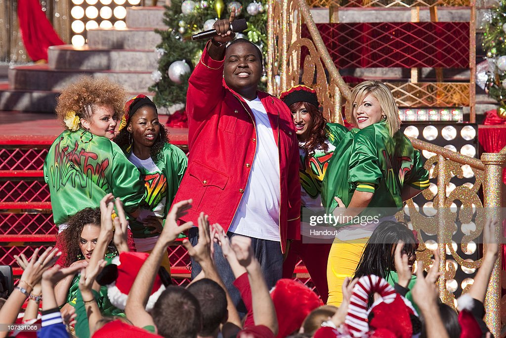 """Disney Parks Christmas Day Parade"" TV Taping At The Magic Kingdom : News Photo"
