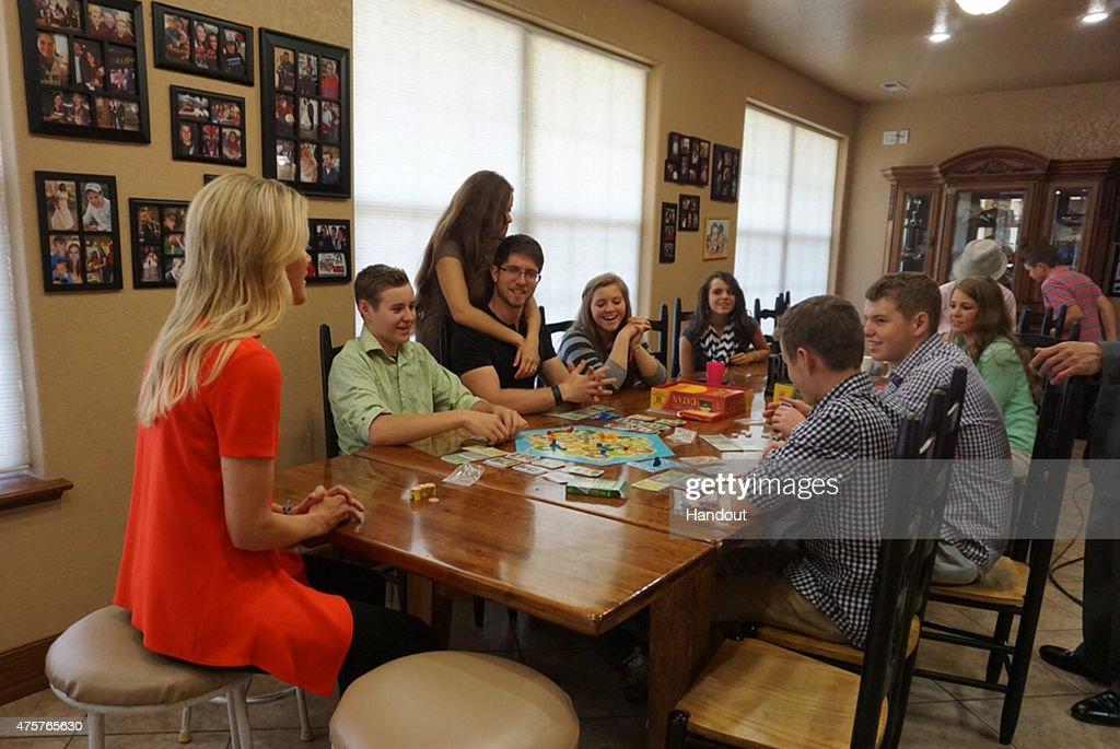 FOX News' Megyn Kelly Interviews Jim Bob and Michelle Duggar : News Photo