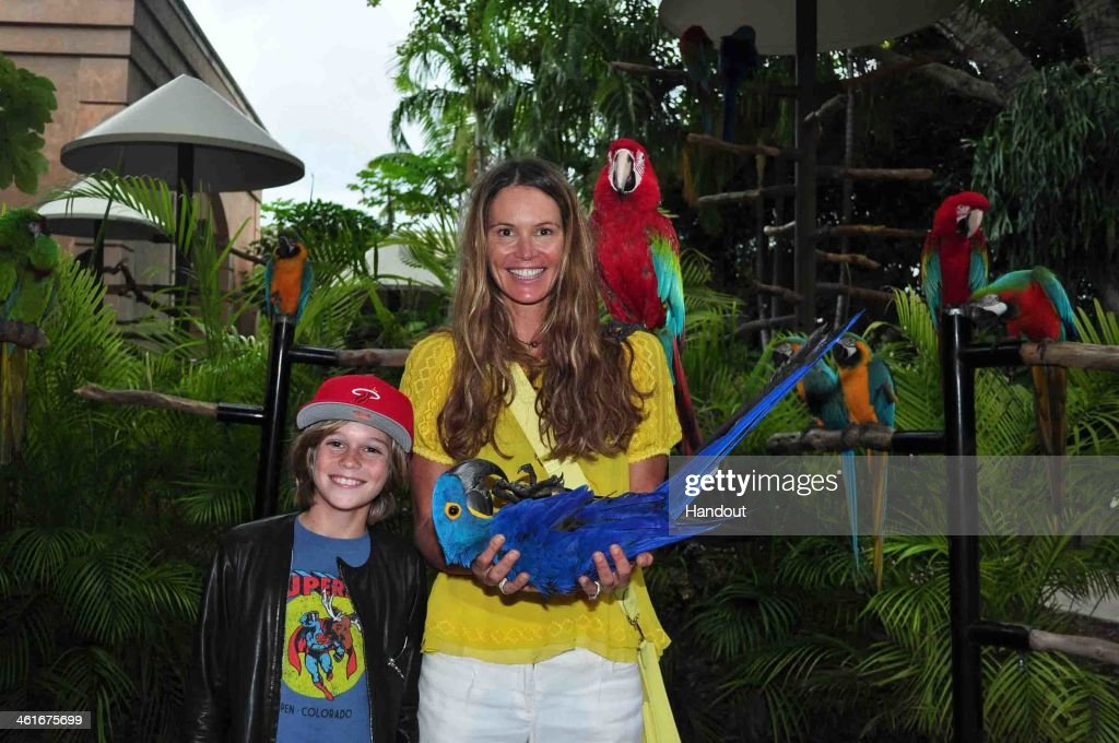 Elle Macpherson Visits Jungle Island In Miami : News Photo
