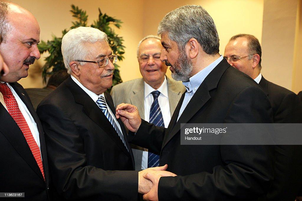 Palestinan Rival Hamas And Fatah Sign Reconciliation : News Photo