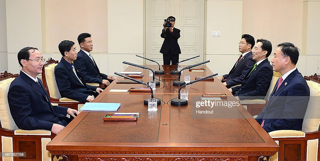 Koreas Agree To Hold Family Reunions In Late October : News Photo