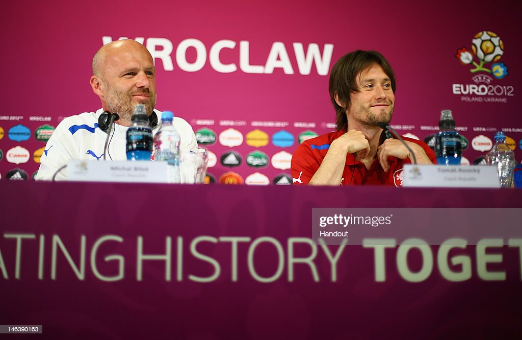Czech Republic Training and Press Conference - Group A: UEFA EURO 2012 : ニュース写真