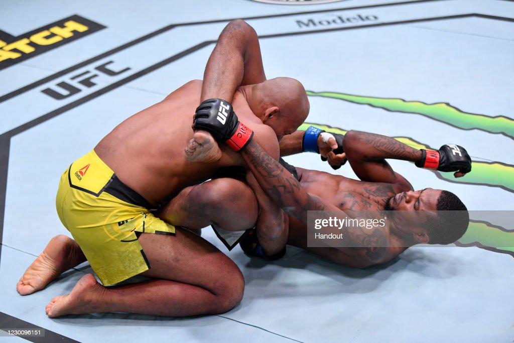 UFC 256: Holland v Souza : ニュース写真