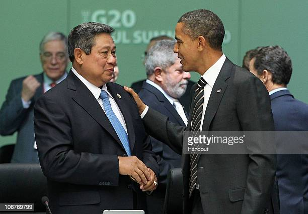 In this handout image provided by Yonhap News, U.S. President Barack Obama speaks with Indonesian President Susilo Bambang Yudhoyono at the opening...