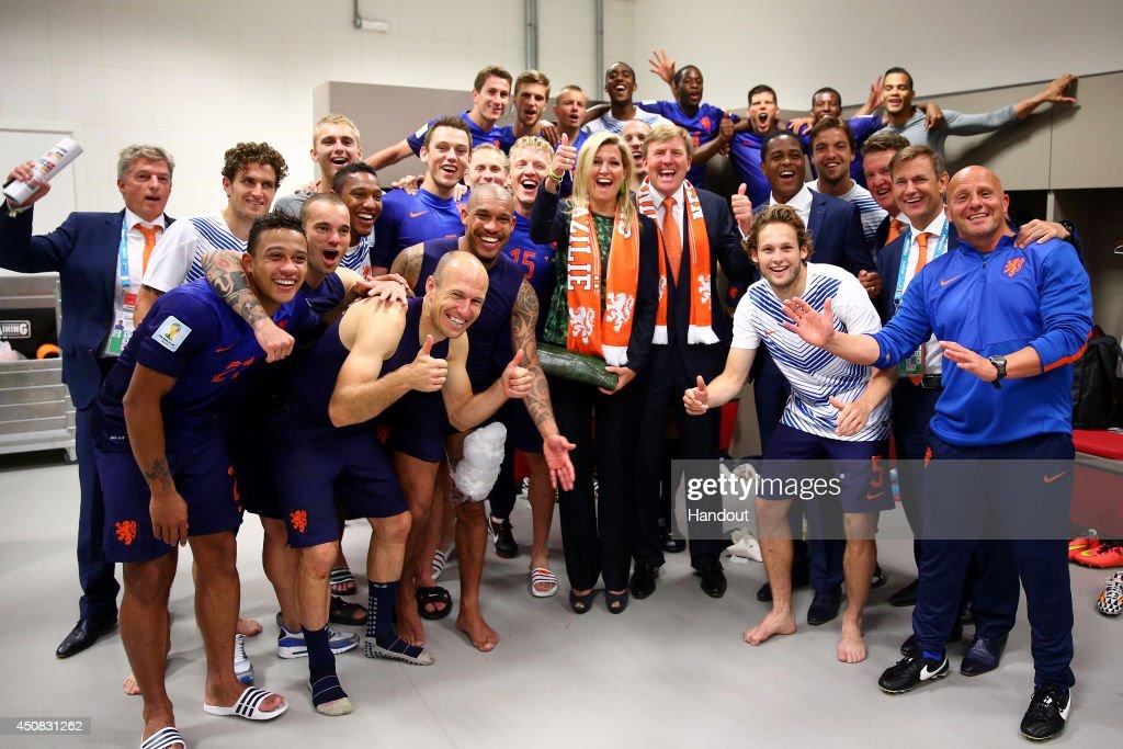Australia v Netherlands: Group B - 2014 FIFA World Cup Brazil : Nieuwsfoto's