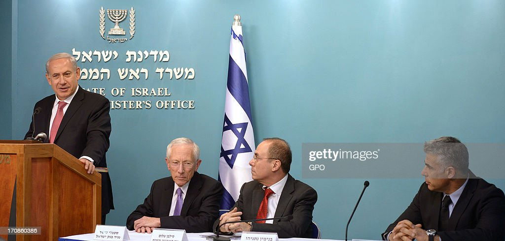 In this handout image supplied by the Israeli Government Press Office (GPO), (L-R) Prime Minister Benjamin Netanyahu, Bank of Israel Governor Stanley Fischer, Energy and Water Minister Silvan Shalom and Finance Minister Yair Lapid give a press conference on natural gas June 19, 2013 in Jerusalem, Israel. Netanyahu announced that 40 percent of the country's natural gas would be exported.