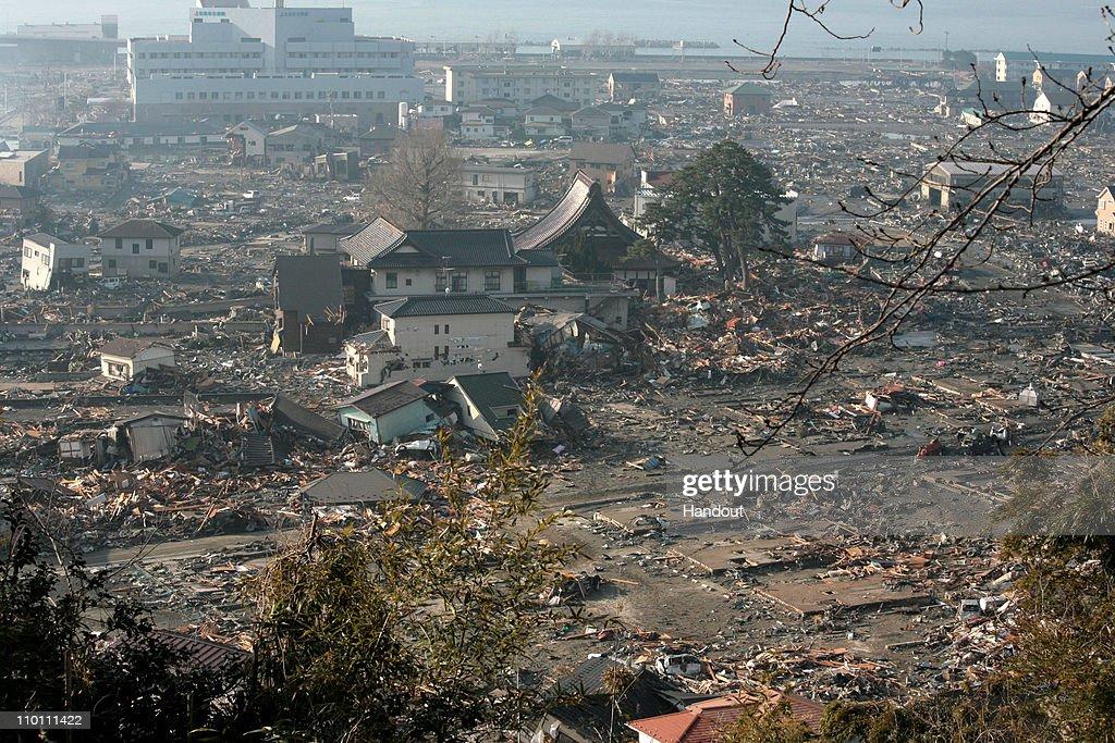 Magnitude 9.0 Earthquake And Tsunami Devastate Northern Japan : ニュース写真