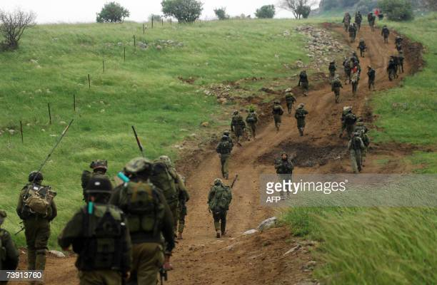In this handout made available by the Israeli military 18 April 2007 Israeli soldiers of the Nahal infantry regiment take part in maneuvers in the...