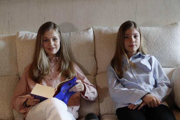 ESP: Spanish Royals Read El Quijote Book