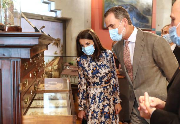 ESP: Spanish Royals Visits Museum Of Natural Sciences