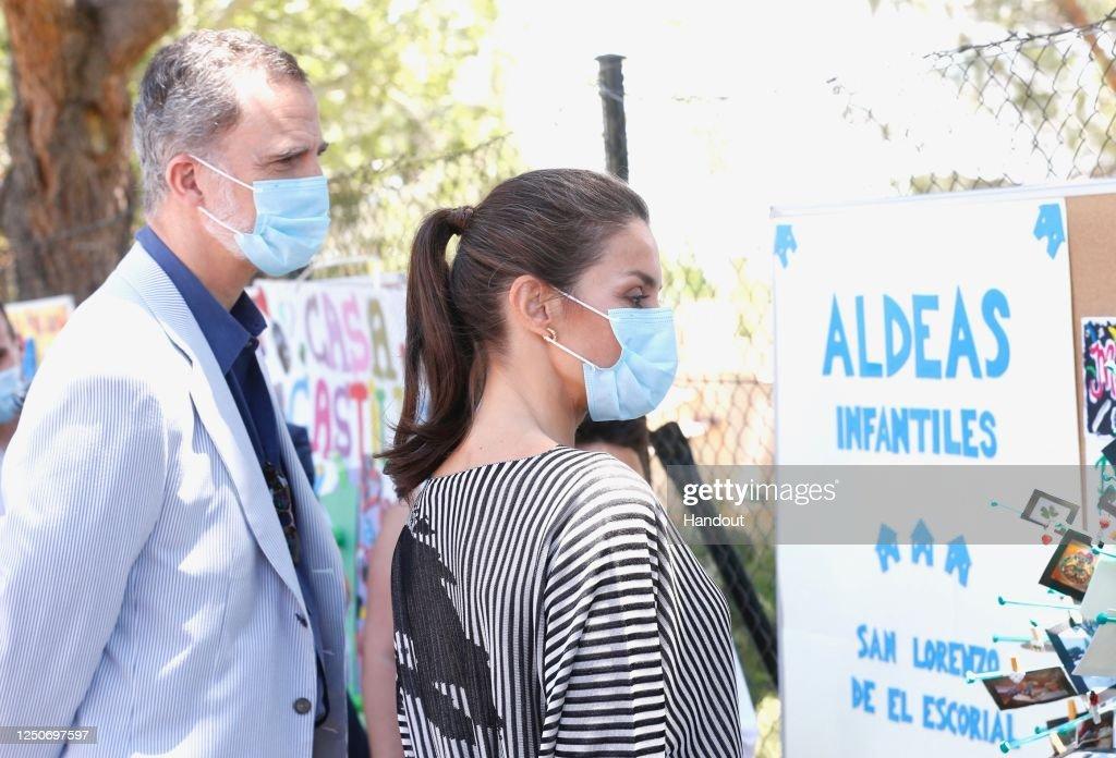 Spanish Royals Visit NGO 'Aldeas Infantiles' : News Photo