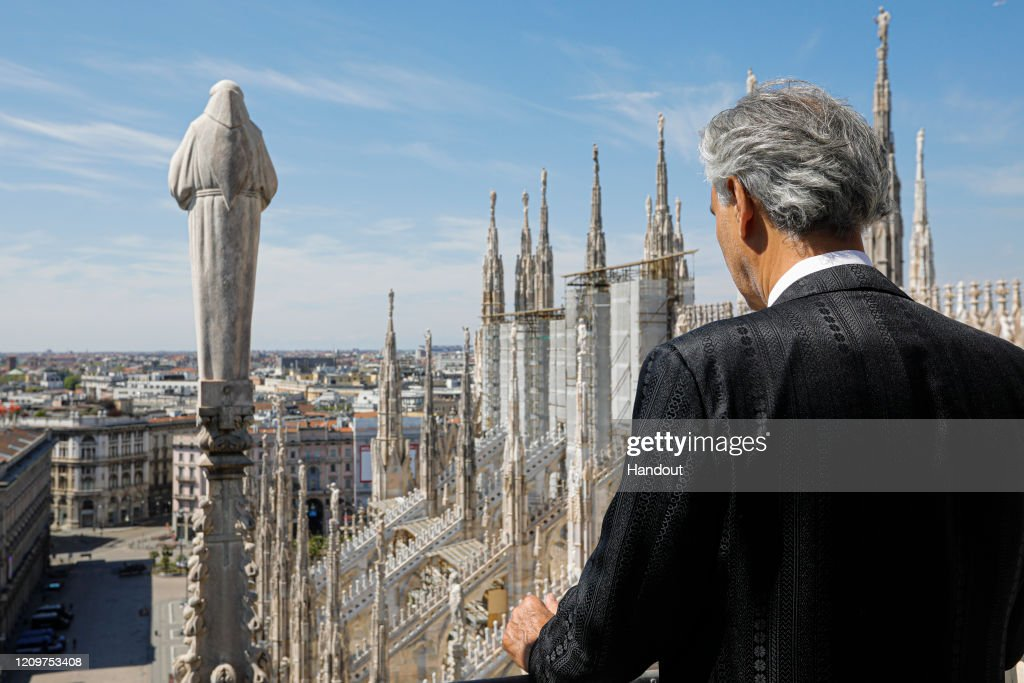Andrea Bocelli 'Music For Hope' Easter Concert - Duomo Cathedral In Milan : ニュース写真