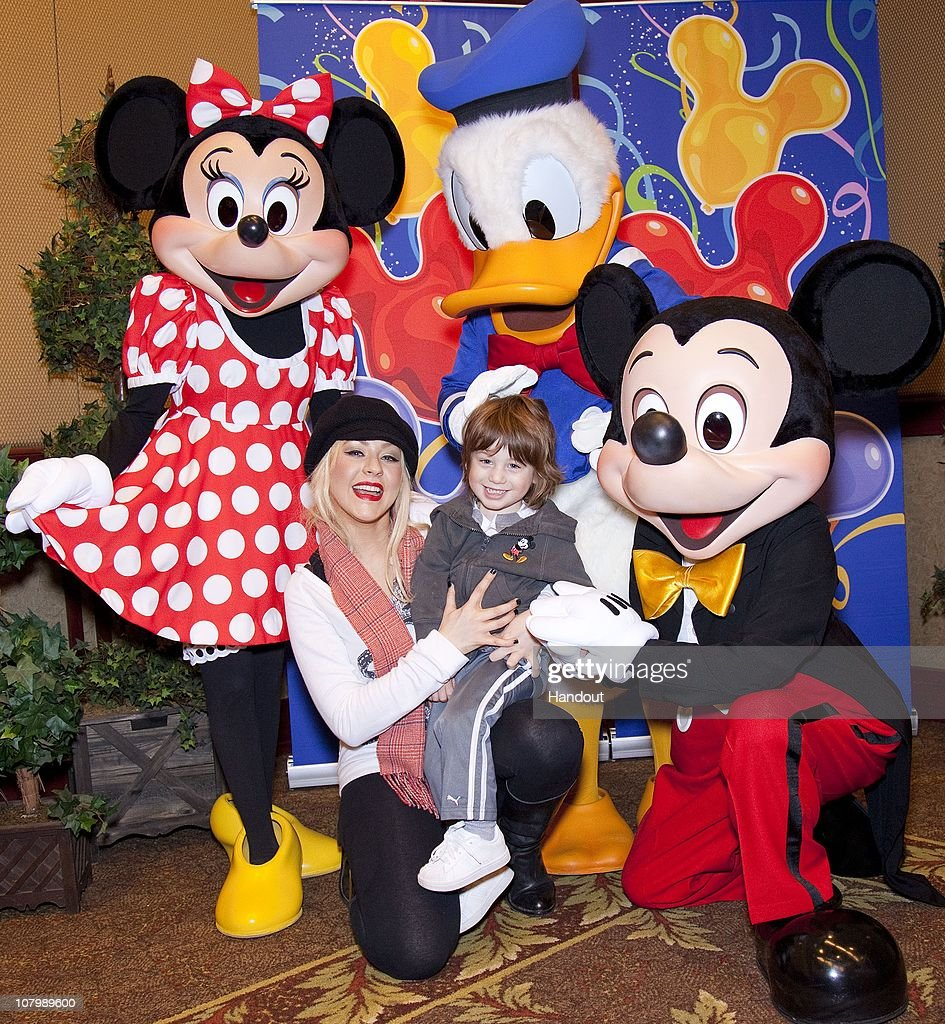 Christina Aguilera Celebrates Max's 3rd Birthday At Disneyland : News Photo