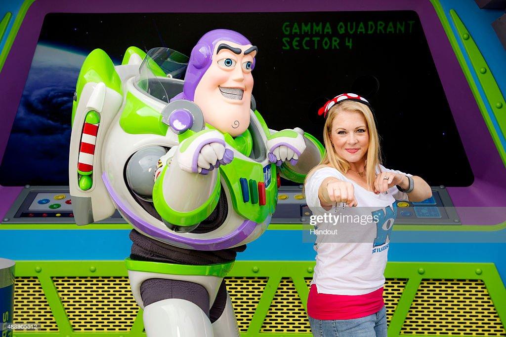 Melissa Joan Hart And Family Visit Walt Disney World Resort : Fotografía de noticias