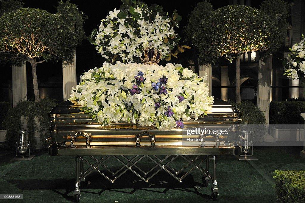 Michael Jackson Funeral : News Photo