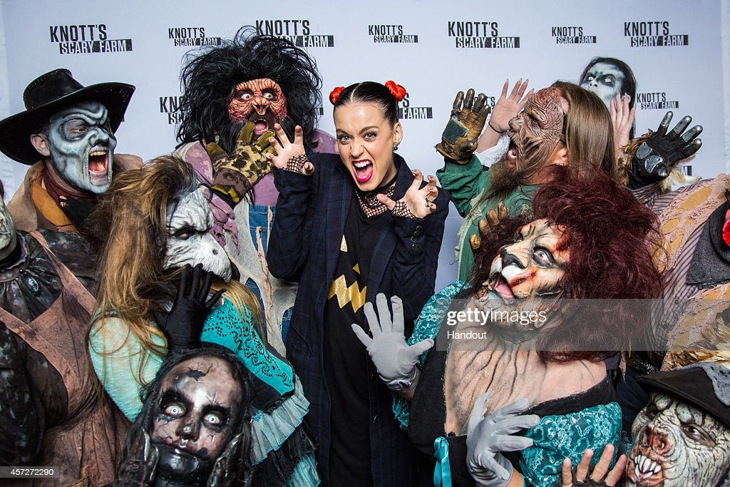 Katy Perry Visits Knott's Scary Farm : News Photo