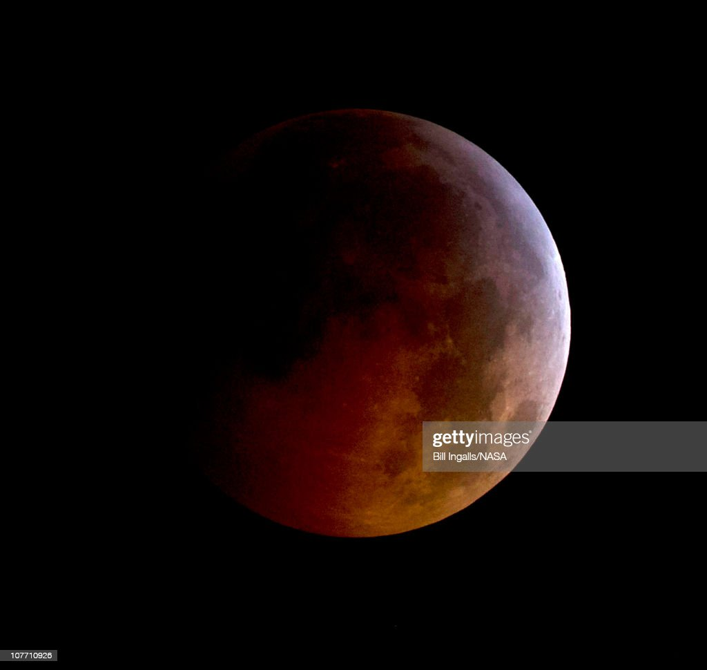 Full Lunar Eclipse Coincides With Winter Solstice : News Photo