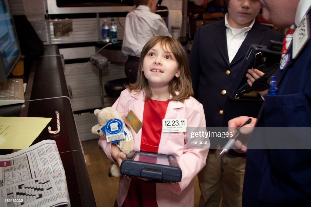 Make-A-Wish Child Katherine Mara And Musician Jose Feliciano Ring The NYSE Closing Bell : News Photo