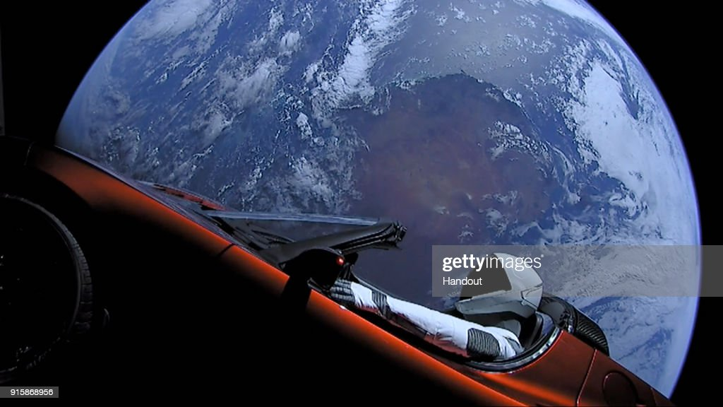 SpaceX Launches Tesla Roadster Into Space : Nachrichtenfoto