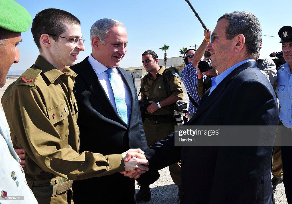 freed israeli soldier gilad shalit returns homeの写真およびイメージ